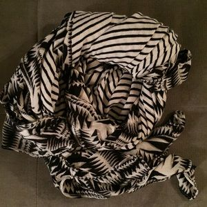 Stella & Dot union square scarf - tribal/geo print